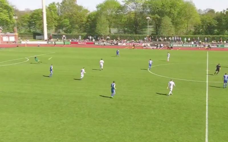 Belgische doelman maakt onwaarschijnlijk straf doelpunt (Video)