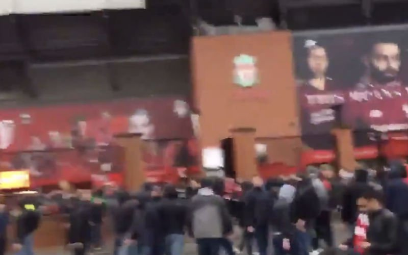 Liverpool-fan vecht voor zijn leven na aanval met hamers (Video)