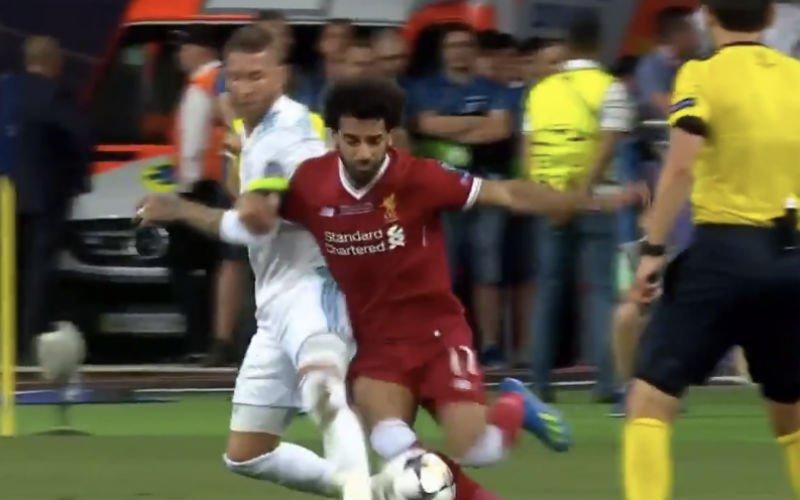 Op deze pijnlijke manier beëindigt Ramos de wedstrijd van Salah (Video)