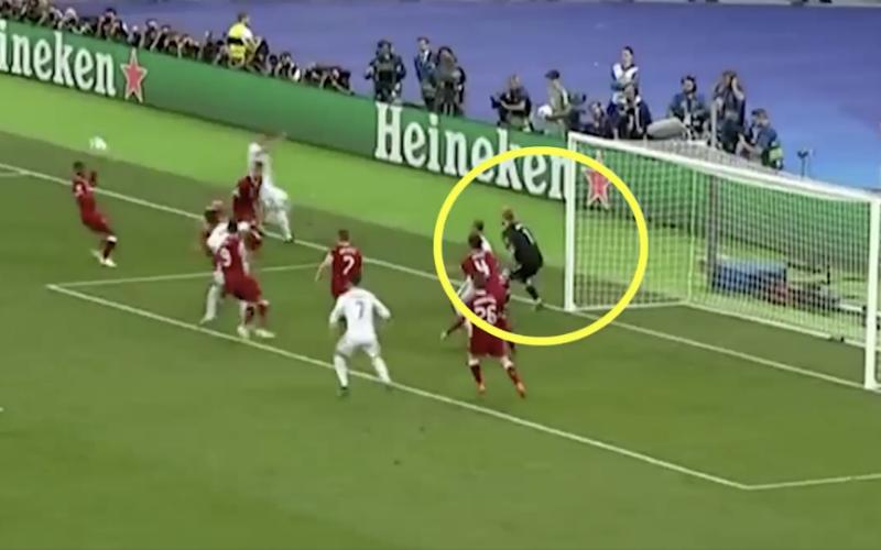 Niemand zag het, maar Ramos mepte Karius bijna knock-out (Video)