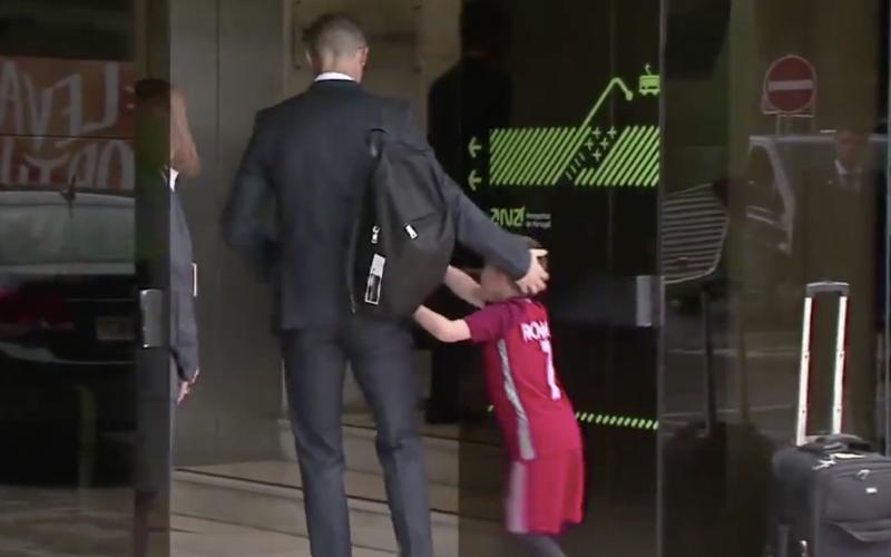 Jonge fan verovert de wereld door dit te doen bij Ronaldo (Video)