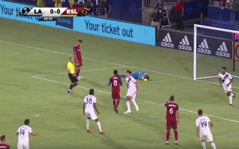 Ibrahimovic wordt uitgedaagd, maar kijk hoe hij dan reageert (Video)