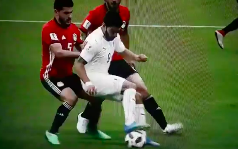 Luis Suarez kan het maar niet laten en doet plots dit (Video)
