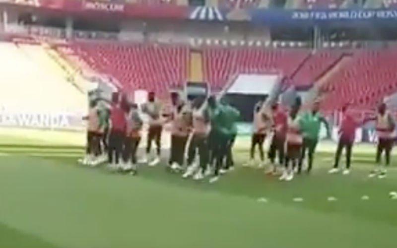 Kara Mbodj steelt nu al de show op het WK (Video)