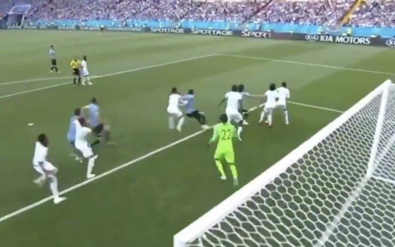 Suarez opent de score voor Uruguay na serieuze blunder van de doelman (Video)