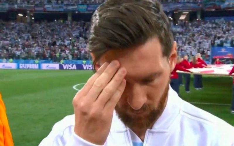 Iederéén heeft het over hoe slecht Messi eruitziet tijdens volkslied