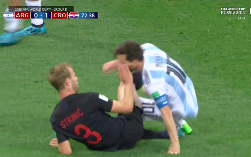 Wat een frustratie: dit zagen we Messi nog nooit doen (Video)