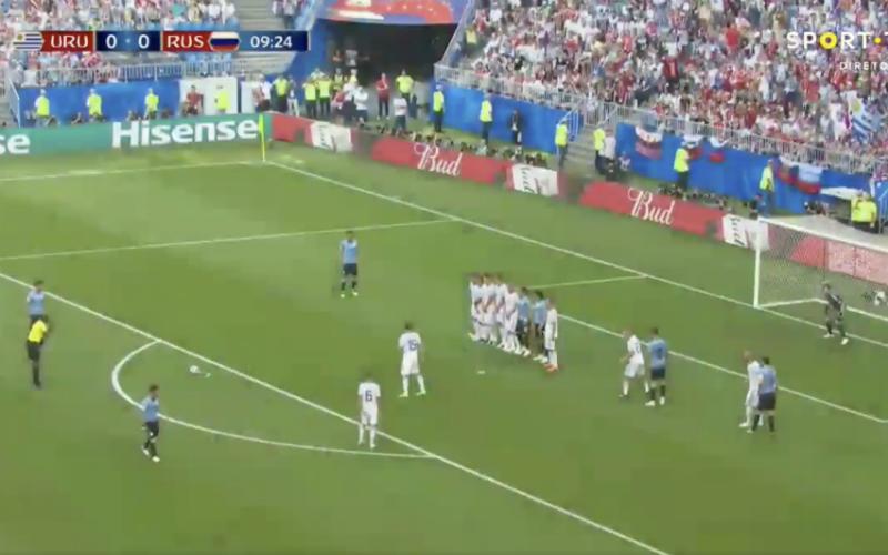 Uruguay krijgt vrije trap en dan doet Luis Suarez dit (Video)