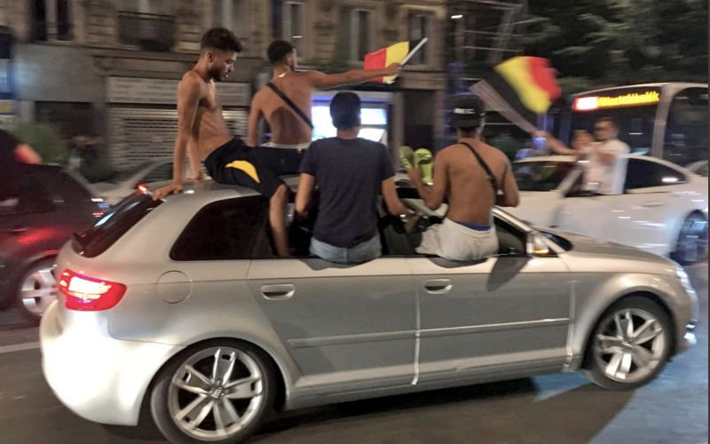 Marokkanen rijden massaal met Belgische vlaggen rond