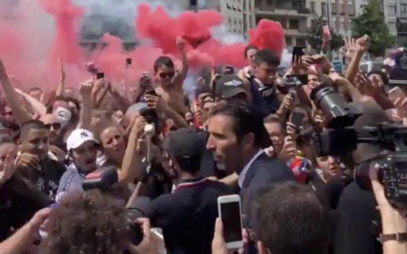Gigi Buffon wordt als God in Frankrijk onthaald door PSG-fans