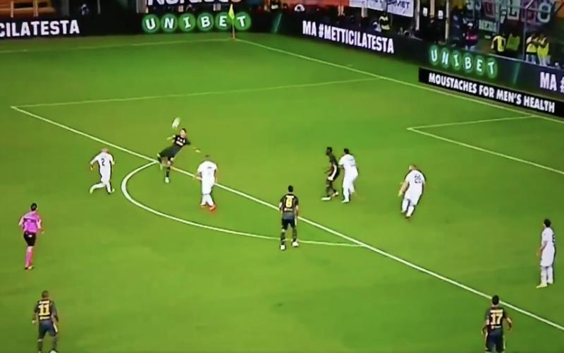 Ronaldo wil scoren met omhaal, maar dan loopt het helemaal mis