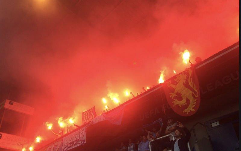 Malmö-fans zetten stadion van Genk in lichterlaaie