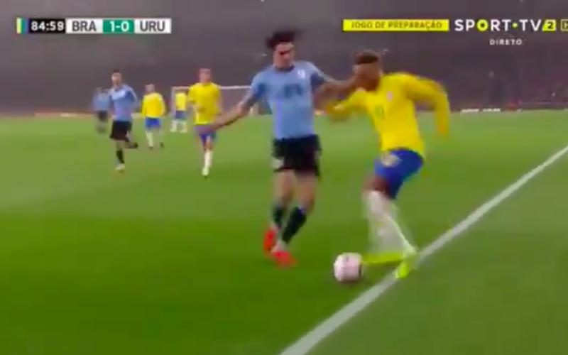 Neymar daagt Uruguayen uit... En dan doet Cavani dit (Video)