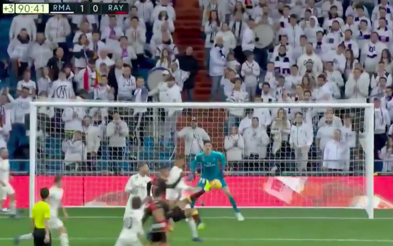 Courtois redt Real Madrid met fantastische dubbele save (Video)