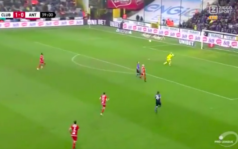Siebe Schrijvers maakt nu al hét doelpunt van het seizoen (VIDEO)