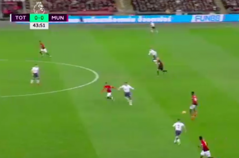 En plots doet Pogba dit tijdens Tottenham-Manchester United (VIDEO)