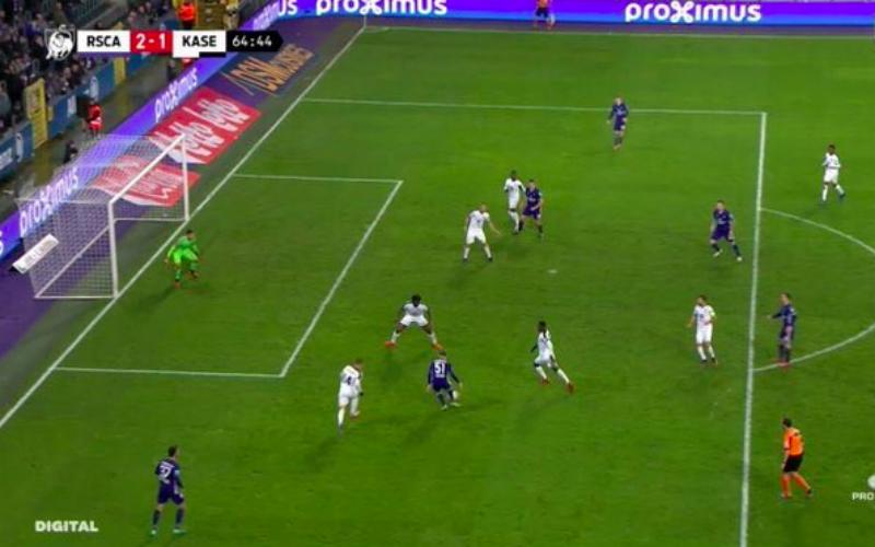 Wat een blunder! VAR grijpt niet in bij buitenspelgoal Anderlecht (VIDEO)