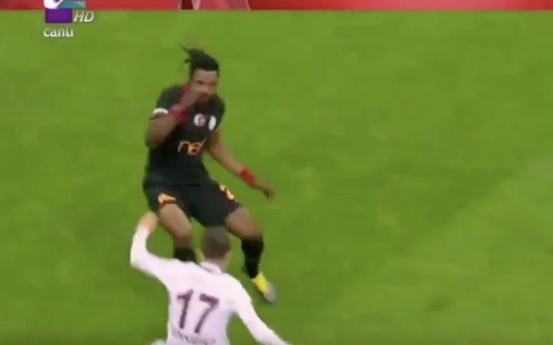 Luyindama al in opspraak na debuut bij Galatasaray (VIDEO)