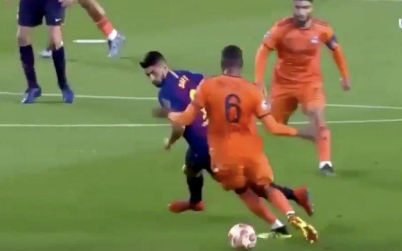 Suarez beëindigt carrière van Guedes zonder bal te raken (VIDEO)