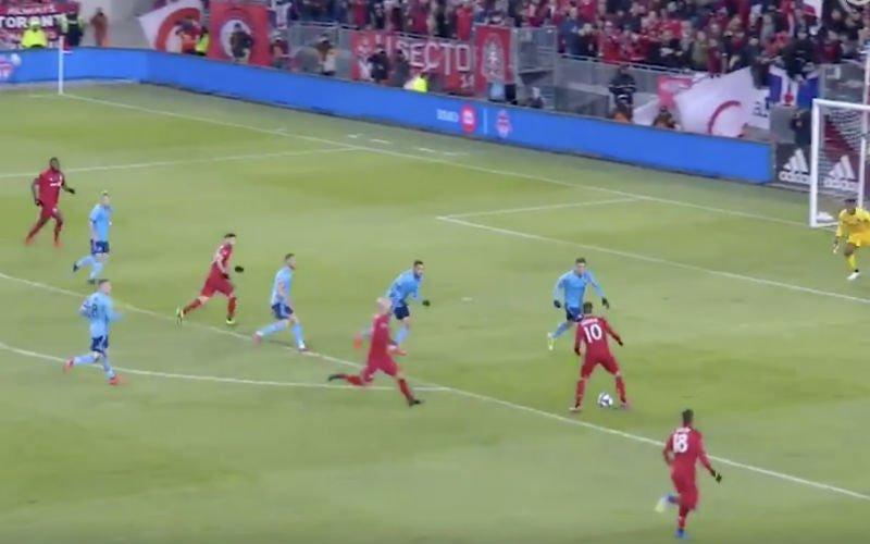 Pozuelo maakt ongelooflijk debuut bij Toronto FC (VIDEO)