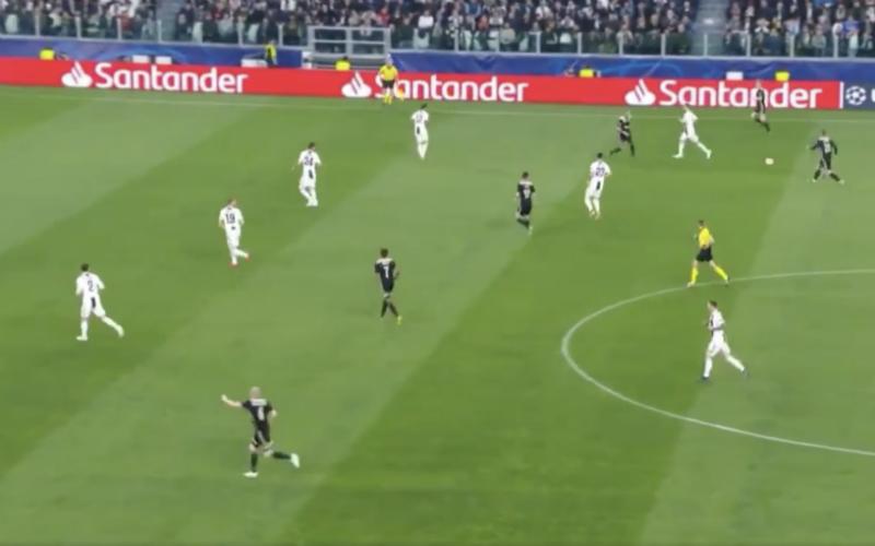 Deze ongelofelijke aanval van Ajax gaat de wereld rond (VIDEO)