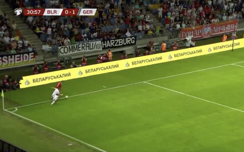 Neuer komt véél te ver uit doel... En pakt dan uit met geniale dribbel (VIDEO)