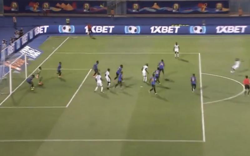 Krépin Diatta maakt fantastische goal bij Senegal (VIDEO)