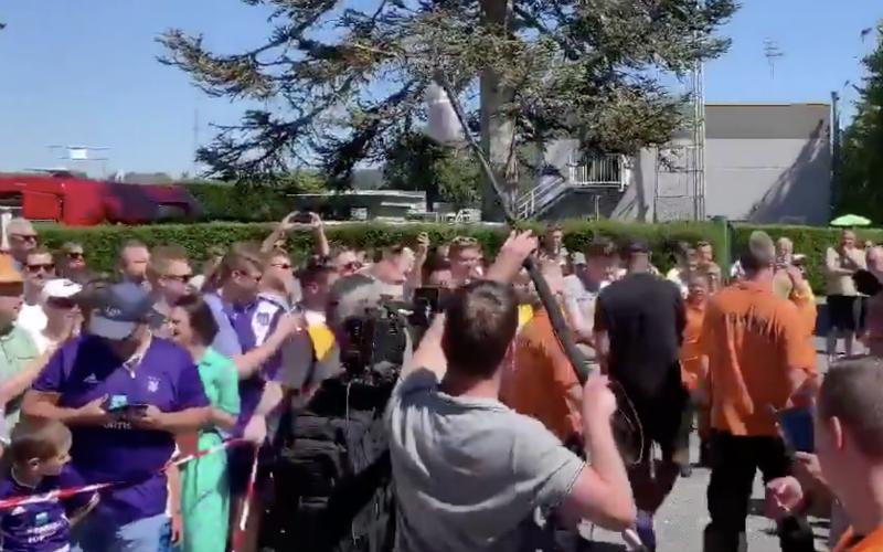 Iederéén wordt gek op het moment dat Vincent Kompany dit doet (VIDEO)