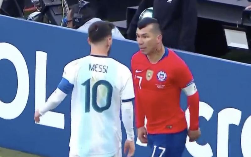 Lionel Messi krijgt vreemdste rode kaart ooit op Copa America (VIDEO)