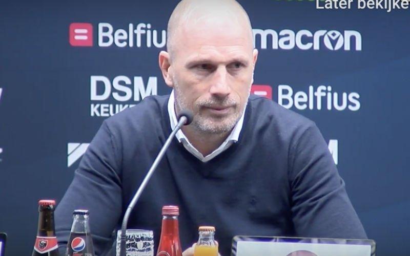 Clement gelooft niet wat hij ziet op persconferentie: