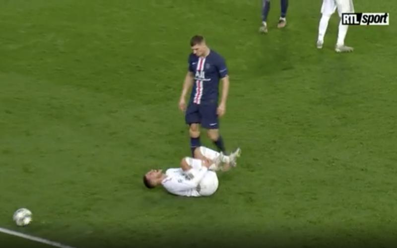 Mogelijk zware blessure voor Hazard na smerige fout van Meunier (VIDEO)
