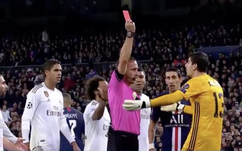 Thibaut Courtois krijgt vreemdste rode kaart uit zijn carrière (VIDEO)