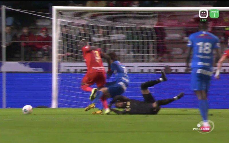 """Vanhaezebrouck over penaltyfase in Antwerp-Genk: """"Het is duidelijk"""""""