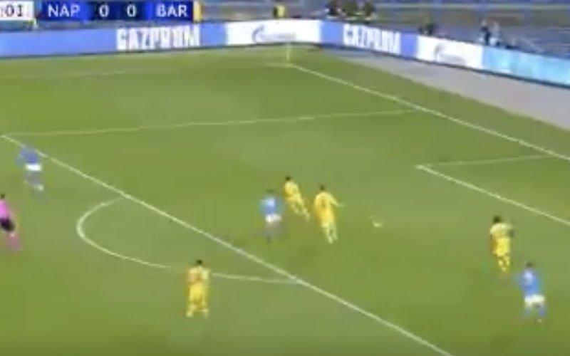 Mertens wordt topschutter aller tijden bij Napoli na prachtige goal tegen Barça (VIDEO)