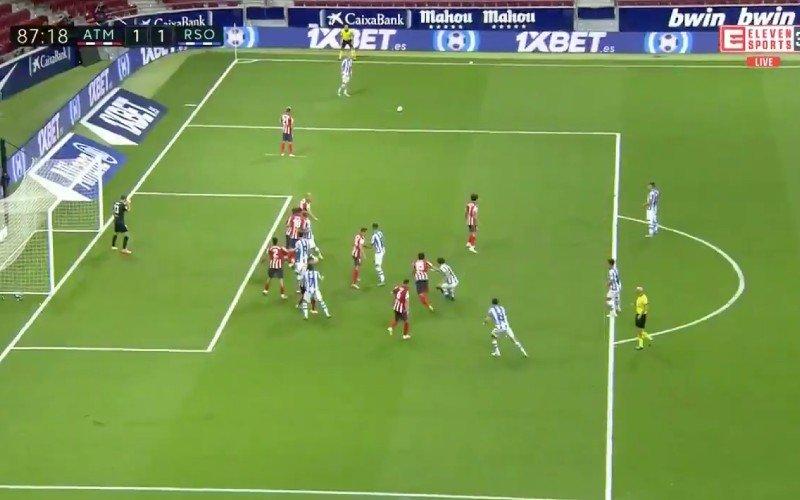 Adnan Januzaj verrast Oblak en heel Atlético met speciale vrije trap (VIDEO)