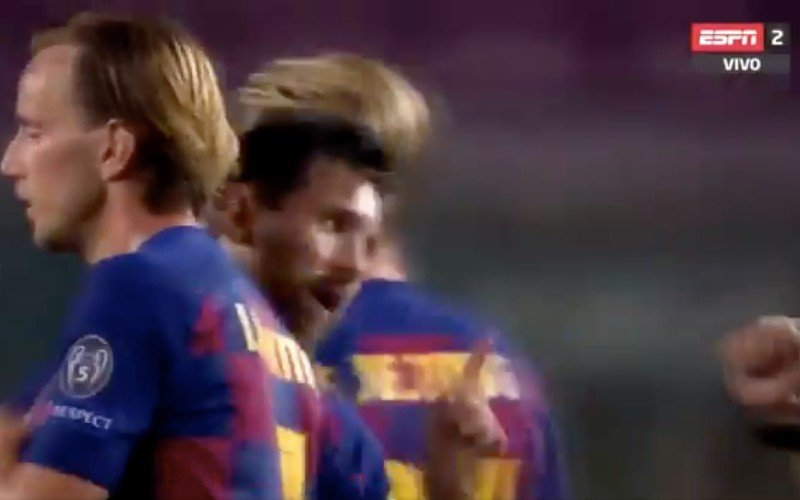 Lionel Messi gaat na afloop van Barcelona-Napoli volledig door het lint (VIDEO)