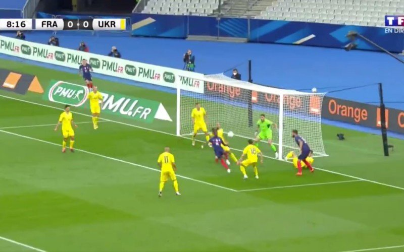 Wonderkind Camavinga (17) debuteert met briljante goal bij Frankrijk (VIDEO)