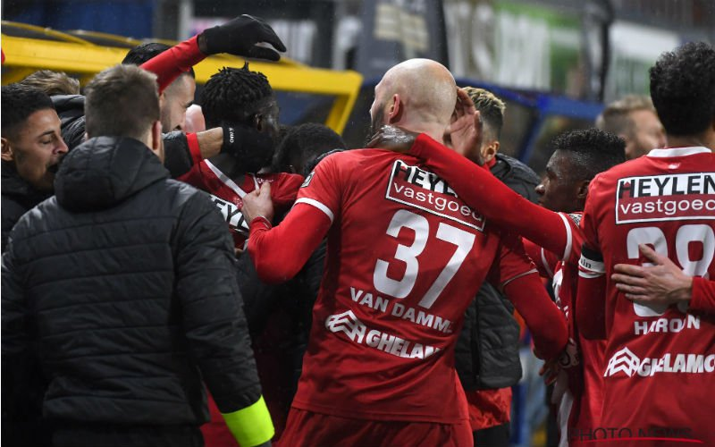 'Antwerp verslaat leider Club Brugge'