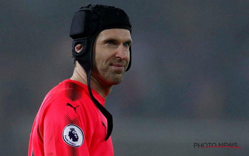 Niemand kan geloven hoe Petr Cech (36) er na zomerbreak plots uitziet