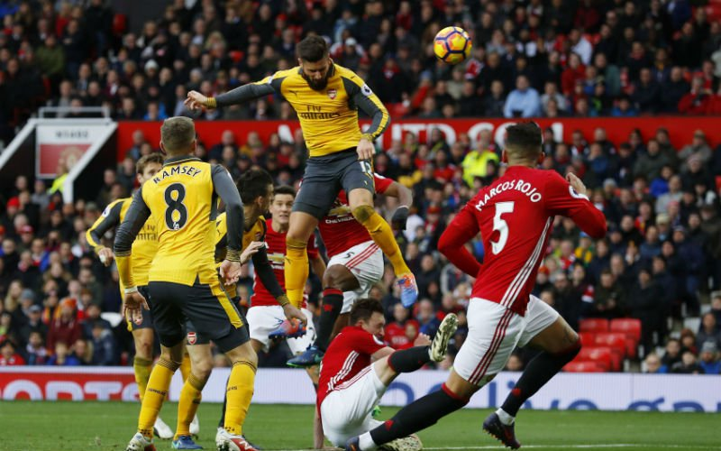 Giroud redt Arsenal bij Man United