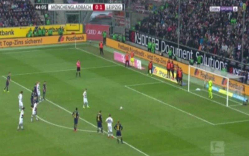 Strafschop van Thorgan Hazard wordt nog gered met een fantastische reflex (Video)