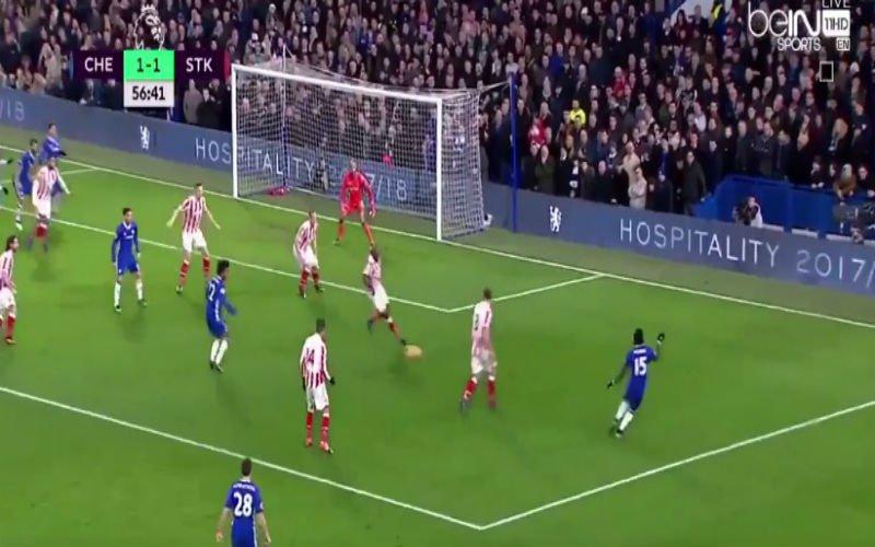 Hazard zorgt met simpel maar geniaal tikje voor knappe assist (Video)