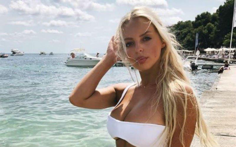 WAG Luna Stevens geniet topless van het stralende weer