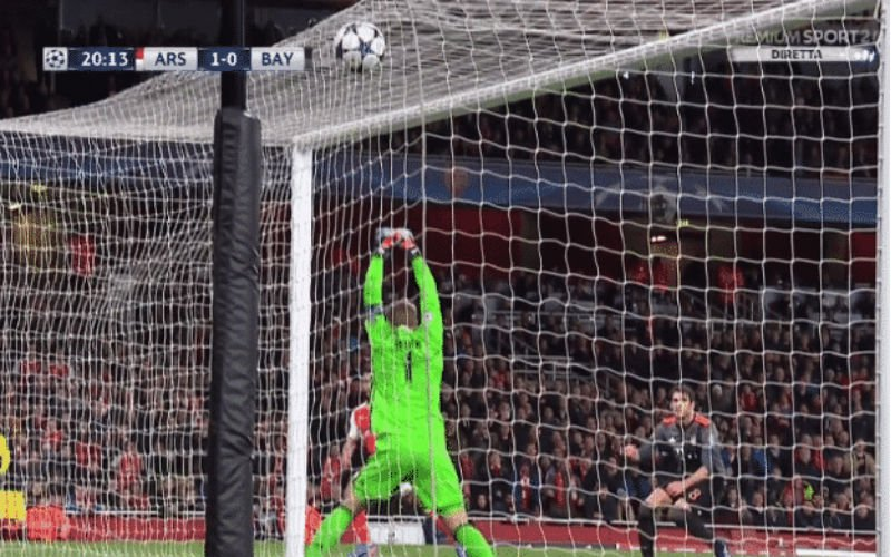 Manuel Neuer maakt zich compleet belachelijk bij goal van Walcott (Video)