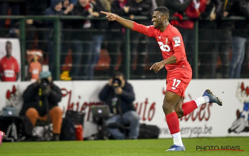 Obbi Oulare knalt Standard langs Antwerp