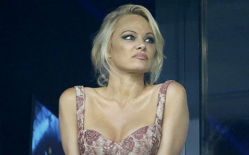 Deze foto's van WAG Pamela Anderson stomen hele ploeg van Marseille klaar