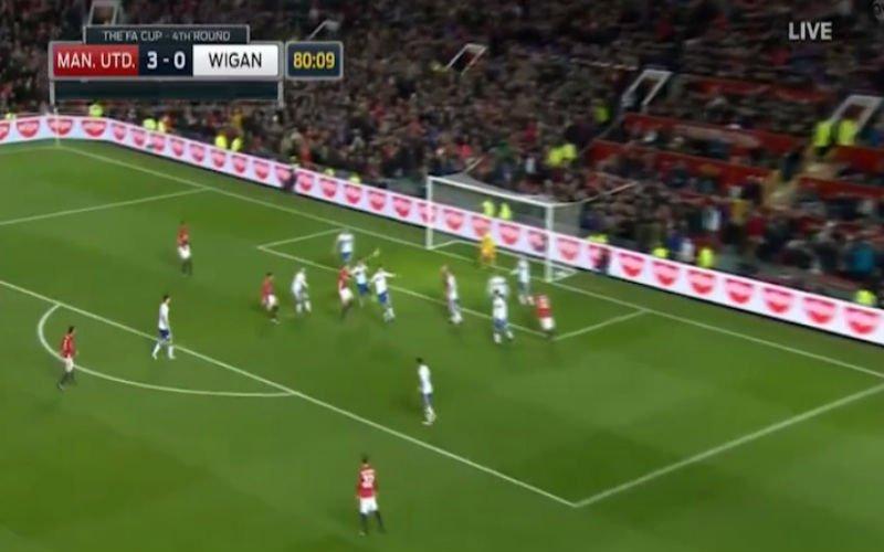 Schweinsteiger mag na een jaar nog eens starten en scoort... met een omhaal (Video)