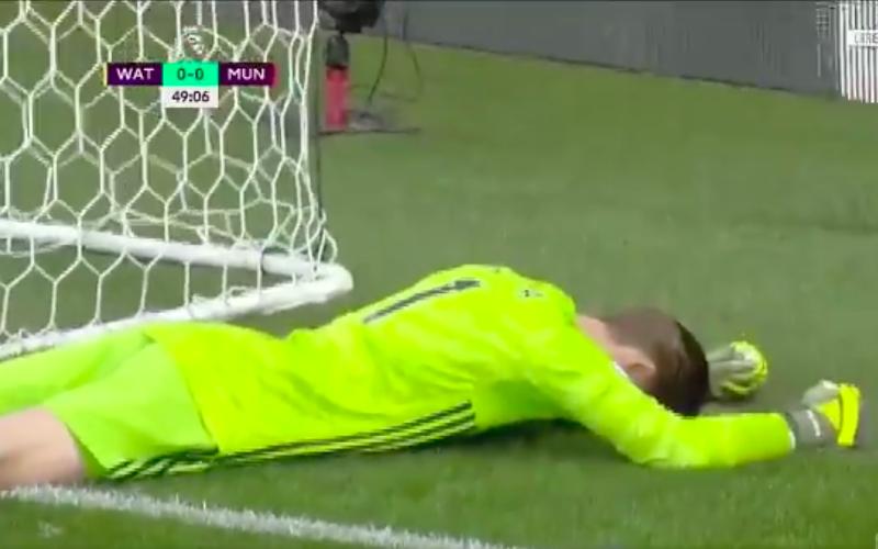 De Gea begaat verschrikkelijke blunder bij Manchester United (VIDEO)