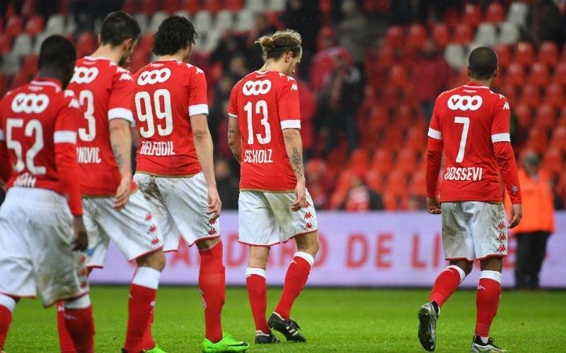 Crisis in Standard: Renard valt spelers keihard aan