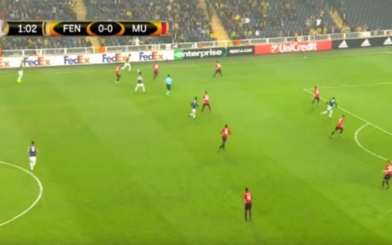 Spits van Fenerbahçe scoort wereldgoal tegen Man United (Video)